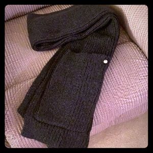 Express scarf with pockets
